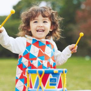 <span>知育玩具特集・5</span> メロディや抑揚でコミュニケーションする、言葉を覚える前の子どもたち