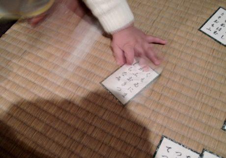 0歳からデビュー! お正月は百人一首のかるた会【Anneママの『絵本とボクと、ときどきパパ』】
