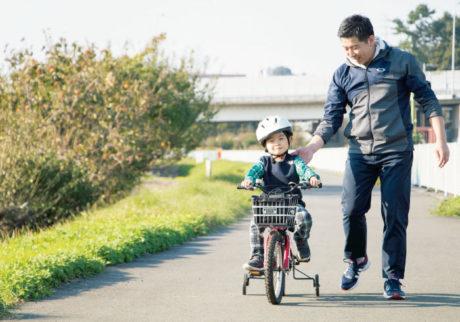 自転車の練習も毎日の勉強も。しっかり付き合うパパの1日を公開!