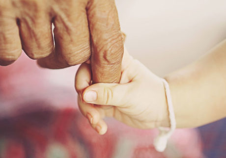 世界一の「少子高齢化」の国で、子どもたちをどう育てるか【細川珠生の子育て政治】