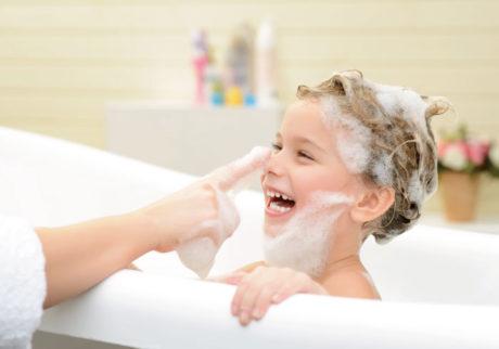 「寒いからお風呂はイヤ!」という子どもに。保育士からのアドバイス