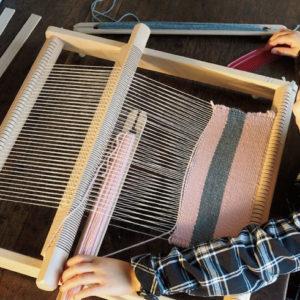<span>コドモコモノ</span> 大人もハマりそう。ドイツ玩具メーカーの織り機