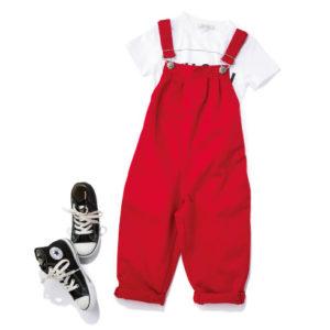<span>kid's FASHION</span> 一度は着せたい「赤サロペ」には、白Tとコンバースを合わせて!