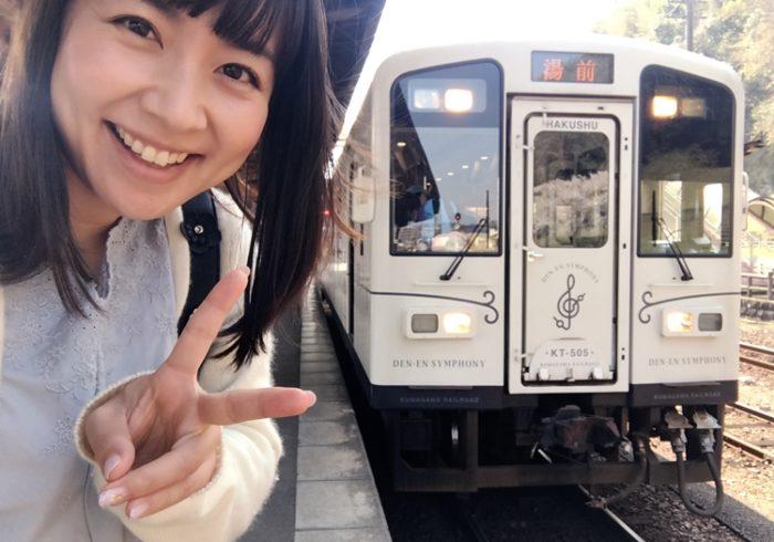 木目調の車内には、ソファのようなシート! 日本一豪華な通学列車「田園シンフォニー」【ママ鉄・豊岡真澄の親子でおでかけ】