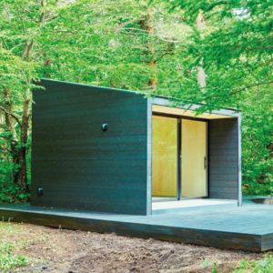 <span>アウトドア特集2018・2</span> 自然の中でシンプルな小屋暮らしを。ファミリーで行きたい、最新コテージ