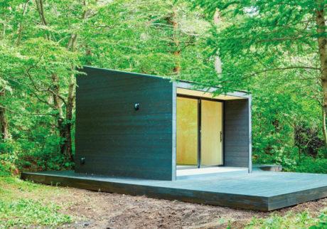 自然の中でシンプルな小屋暮らしを。ファミリーで行きたい、最新コテージ