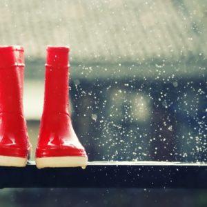 <span>ママの気持ち、ホントのところ</span> 雨の日の外出、ベビーカー?抱っこひも?それとも……?【ママの本音のYES&NO】