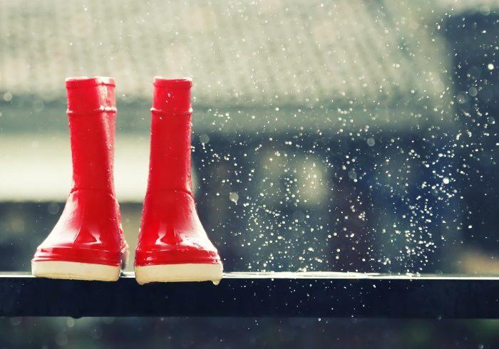 雨の日の外出、ベビーカー?抱っこひも?それとも……?【ママの本音のYES&NO】