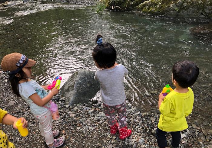 川遊びで「お魚触るのイヤ」……子どもの本音、実はこんなところに!