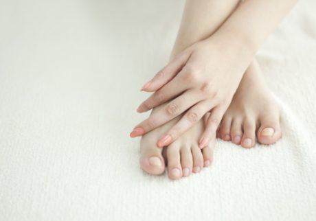 寝る前のひと手間で見違える! 素足に自信が持てるフットケアアイテム5選
