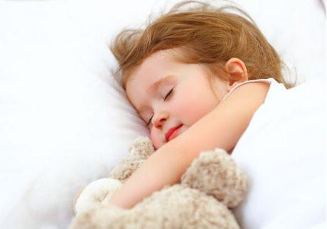 お昼寝せず、夕寝する2歳の娘。生活リズムが整いません!