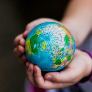 <span>先生おしえて!</span> 今の子どもに必要な「世界と戦う力」。鍛えるためには?【細川珠生の子育て政治】