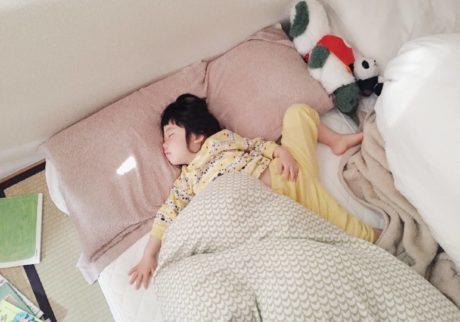お寝坊な子どもが目覚める、我が家のテクニック!