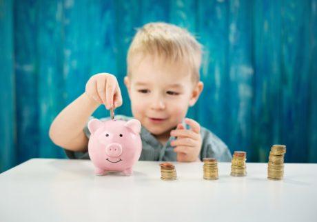 お小遣いは何歳からあげるべき?【パパFPの「子どもとお金」】