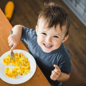 <span>働くママのお悩み100</span> 子どもの朝ごはんのレパートリーが少なくてマンネリ、栄養面も心配。みんなどうしてる? ママたちの声をご紹介!