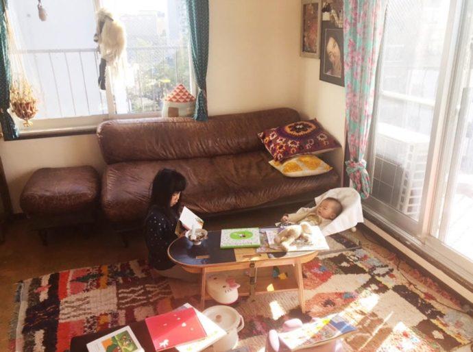 朝の登園前に、かぜおくんに絵本の読み聞かせをするすいちゃん。泣いてる姿はまだまだ幼いけれど、頼もしいお姉ちゃんの一面には心がほっこりします。