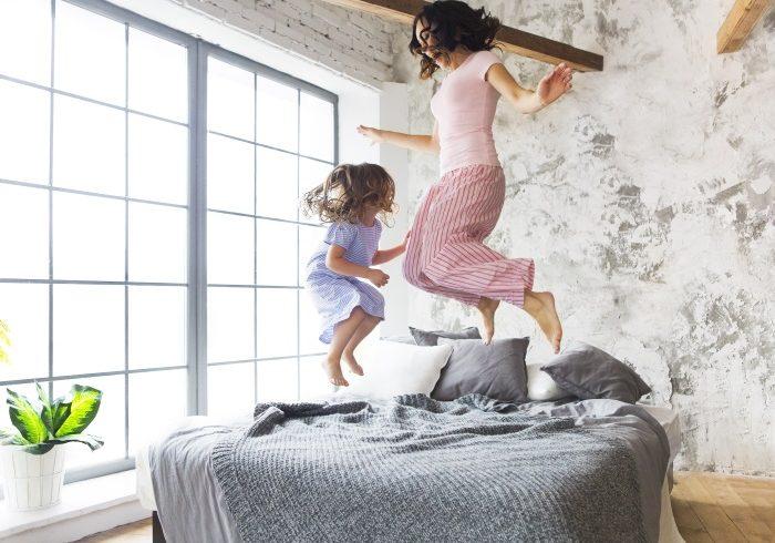 外に出るのがおっくうな冬に! 親子で踊って楽しめるウェブ動画3選