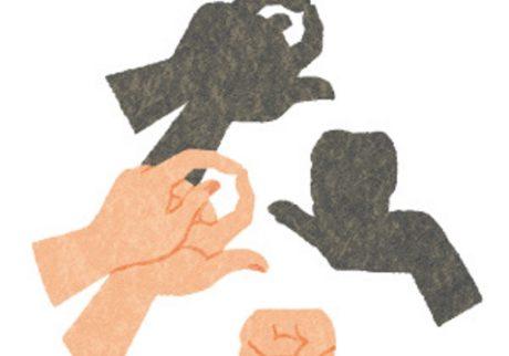 両手のグーで作る「どびんと湯のみ」。親子で手影絵に挑戦!
