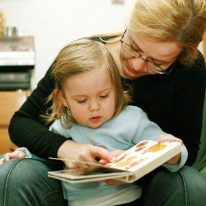 読書や映画鑑賞が、子どもの「大切な力」を育てることに【ジョビィキッズ「わが子のやる気の育て方」・14】
