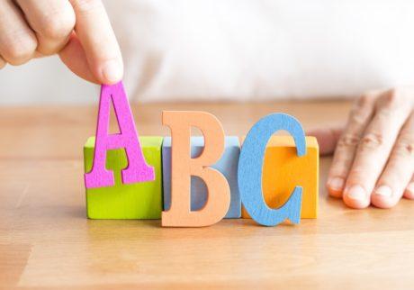 親の発音は関係ない? 英語教育の第一人者に聞く、家庭で子どもに英語を教えるポイント