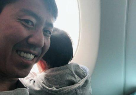 【チュートリアル福田の育児エッセイ・24】初の子連れ飛行機で準備したこと
