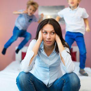 <span>ママのためのカウンセリングルーム・74</span> 新幹線で大声をだす子ども。親より子どもが主体となってきていて、これからが怖いです【教えて!ケイト先生】