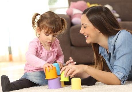 ママと一緒にできる!子どもの成長に適した遊びとは?【教えて!ケイト先生】