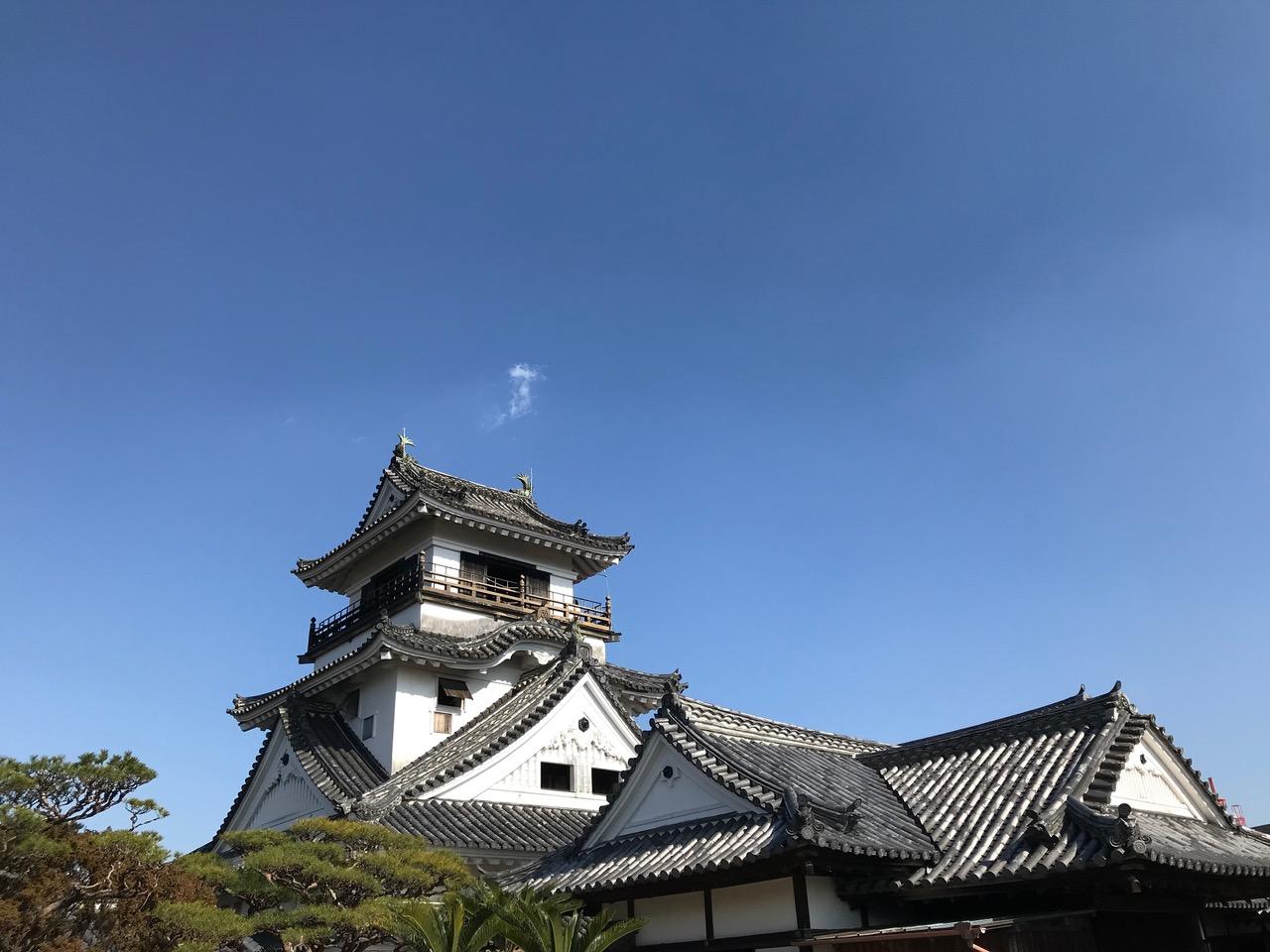 晴天の高知城。