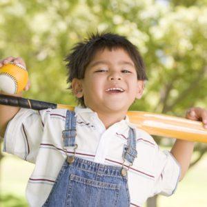 <span>ママのためのカウンセリングルーム・79</span> 自宅の庭で野球の素振りをしてて、万が一文句を言われたら?【弁護士・宮地先生に聞きました】