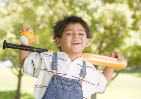 自宅の庭で野球の素振りをしてて、万が一文句を言われたら?【弁護士・宮地先生に聞きました】