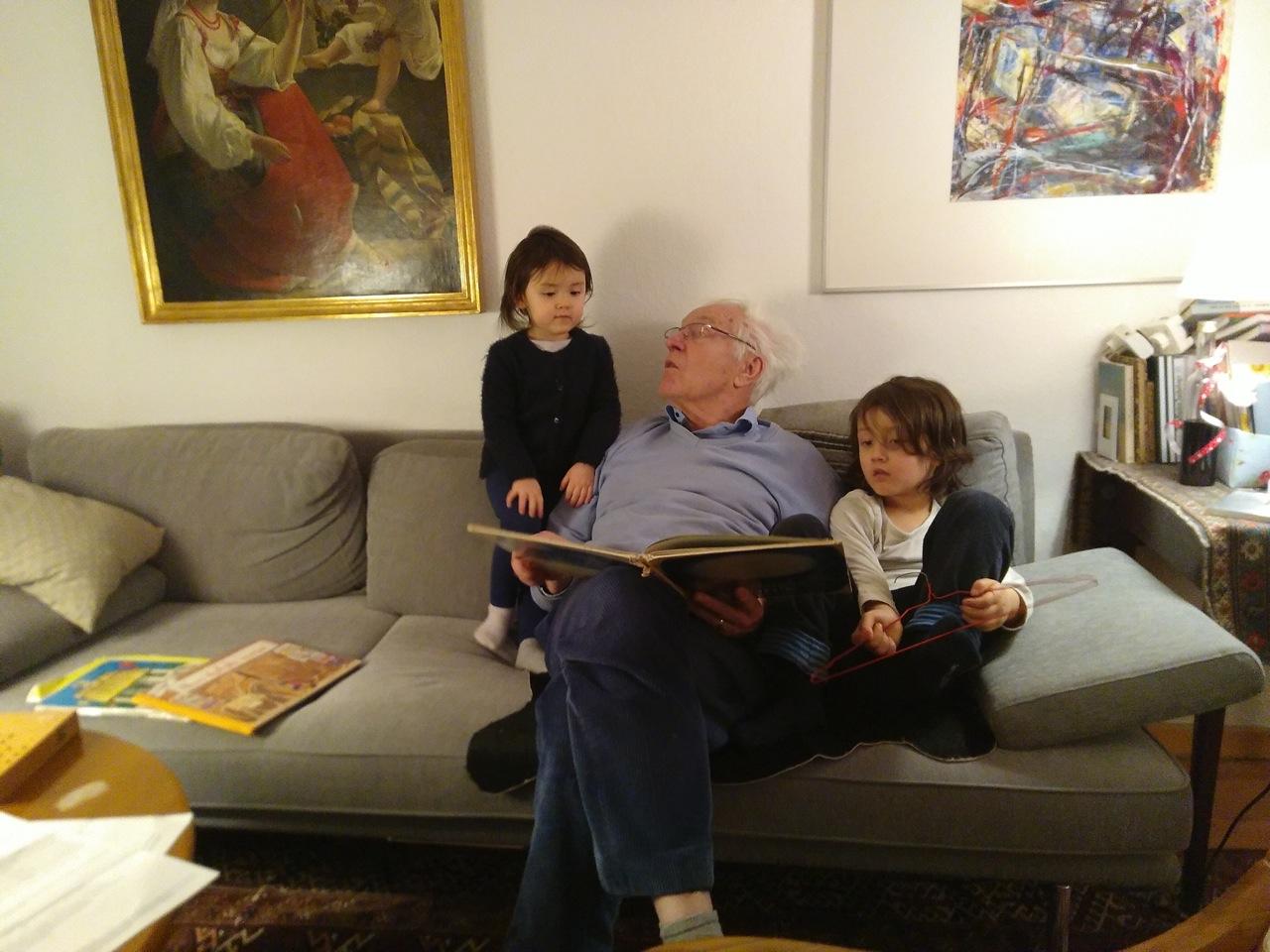 ひいおじいちゃんの読み聞かせ