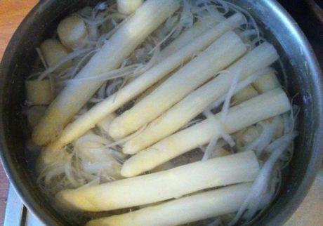 アスパラはドイツの筍!待ちに待ったシュパーゲルこと白アスパラガスの季節【日登美のオーガニック子育て@ベルリン】
