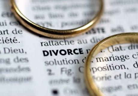離婚を考えています。弁護士にお願いする場合の手順や金額が知りたいです【弁護士・宮地先生に聞きました】