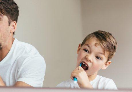 歯磨きが大キライな我が子。毎晩ひと騒動で大変です。どうしたら?【教えて!ケイト先生】