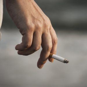 <span>ママのためのカウンセリングルーム・54</span> 隣人がベランダで喫煙。関係を悪化させずに、やめてもらうにはどうしたら?【弁護士・宮地先生に聞きました】
