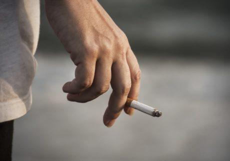 隣人がベランダで喫煙。関係を悪化させずに、やめてもらうにはどうしたら?【弁護士・宮地先生に聞きました】