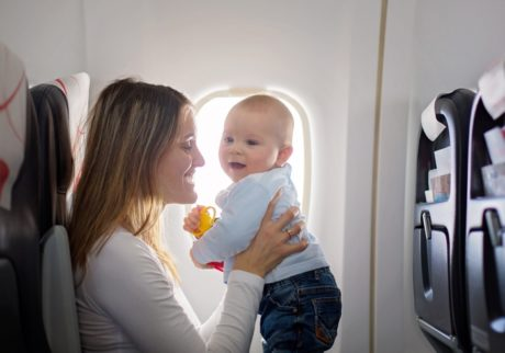 赤ちゃんを乗せて飛行機に乗るコツ 「予約編」