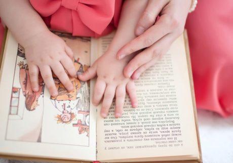 保育士さんが読むと喜ぶのに……。絵本の読み聞かせがうまくいきません
