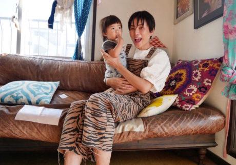 グズったら最終的にはママ。それが恐怖だった時代がありました。【asacoの「4回目の育児 -fourth time around-」】