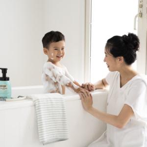 <span>ボディソープなのに肌に残るセラミド(うるおい成分)が増える?! </span> 「ケアセラ® 泡の高保湿ボディウォッシュ」で 洗う乾燥肌対策を始めよう!