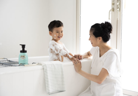「ケアセラ® 泡の高保湿ボディウォッシュ」で 洗う乾燥肌対策を始めよう!