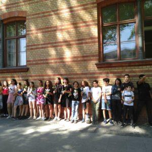 ベルリンの中学校、先生も友達もゲイをカミングアウト。 その時娘たちは?