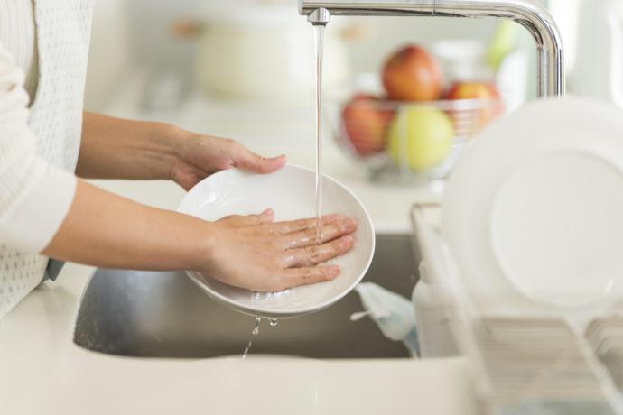 主婦 皿洗い