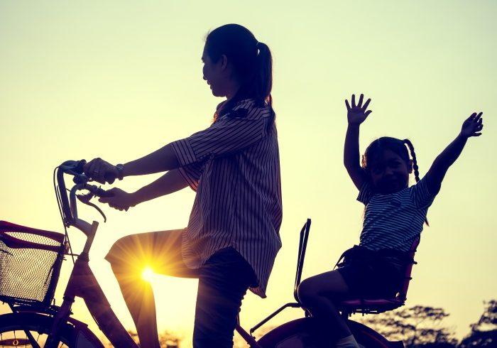 飛び出してきた子どもをよけて自転車で転倒。子どもの親に請求できる?【弁護士・宮地先生に聞きました】