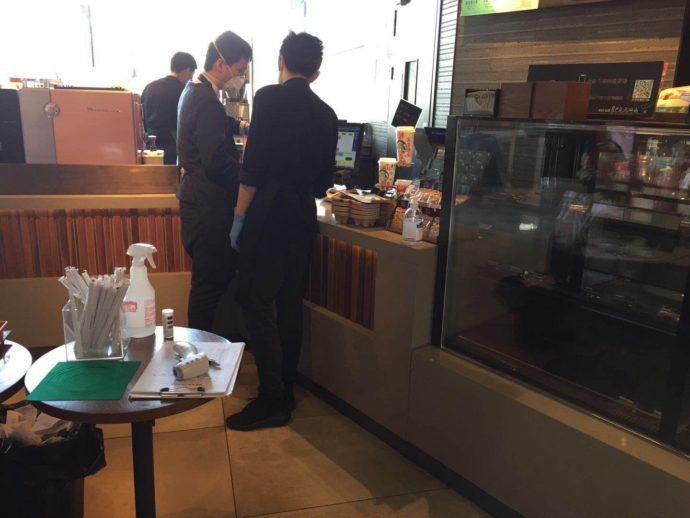 写真1-2 スタバも店内飲食停止中。