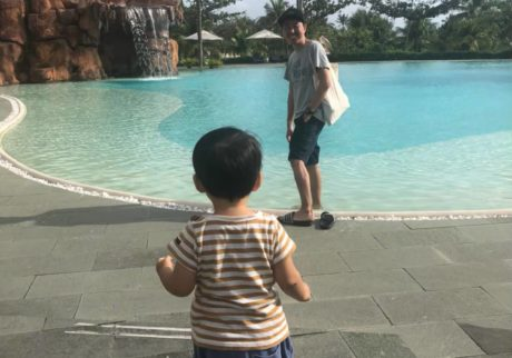 【チュートリアル福田の育児エッセイ・52】息子のおしりがどんどんヒンヤリしはじめて……。