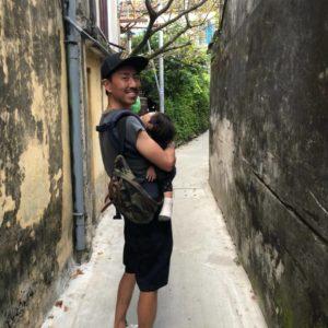 【チュートリアル福田の育児エッセイ・53】福ちゃん、憧れのビーチリゾートで歩き続ける!?