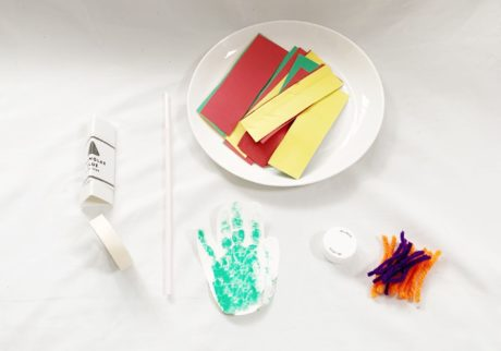 親と子で素材を使って「#おうち時間」を楽しもう!~親子で楽しもうお花の壁面づくり~