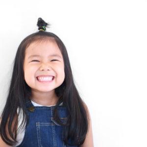 <span>パパッと可愛く♡</span> 《1分で完成!子供のアップヘアはこう作る》簡単なのに、1日中崩れない髪型の3つのコツ