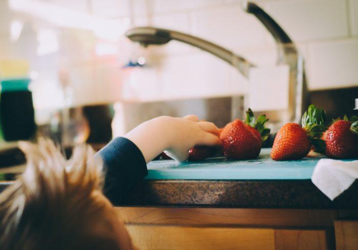 【菌ケアドクターに聞いた!】自粛生活で増加する子どもの便秘対策。